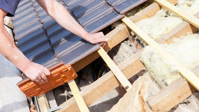 a roofer assigning a damaged roof